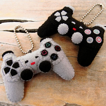 tiny_playstation_controllers2