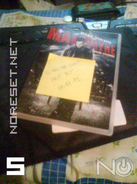 O DVD com o post it amarelo...